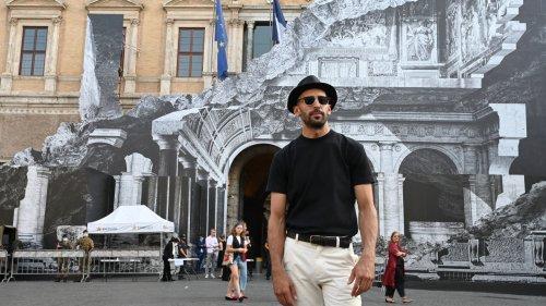 L'artiste JR dévoile un nouveau trompe-l'oeil sur la façade de l'ambassade de France à Rome