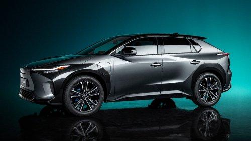 Pionnier de l'hybride, Toyota opère un virage stratégique dans l'électrique