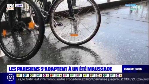 Les Parisiens s'adaptent à un été maussade