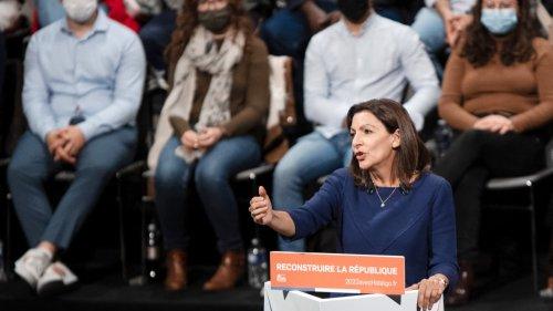 Présidentielle 2022: Hidalgo veut baisser le droit de vote à 16 ans pour lutter contre l'abstention