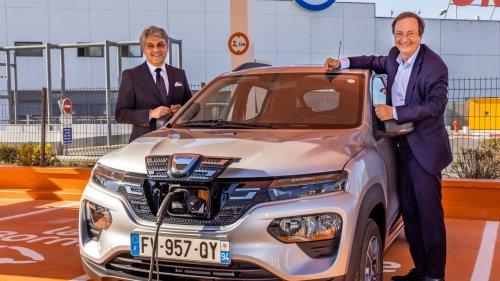 La première Dacia électrique commence sa carrière en location chez E.Leclerc