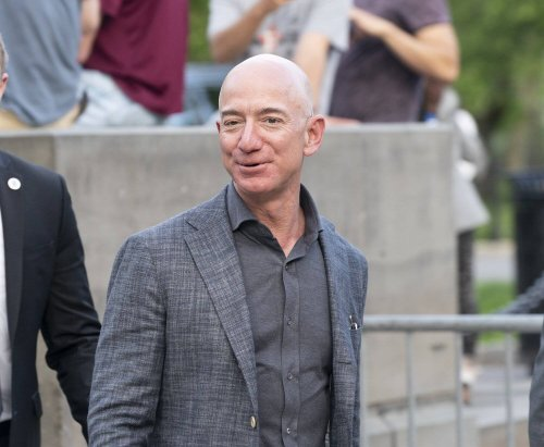 Amazon CEO Jeff Bezos is stepping down later this year to focus on other projects