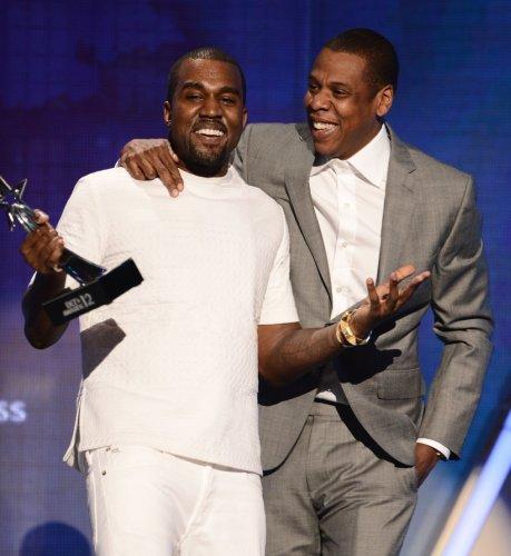 """Jay-Z kollaboriert mit Kanye West für """"DONDA"""", während Haus abbrennt"""