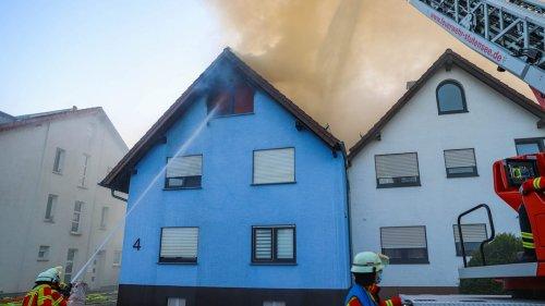Einfamilienhaus brennt lichterloh