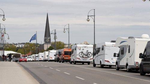 Demo mit 1200 Wohnmobilen: Öffnet die Campingplätze!