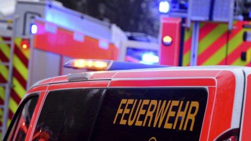 Auto überschlägt sich  – drei Schwerverletzte