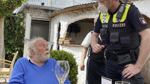 Hans Scheibner (84) in Restaurant abgeführt