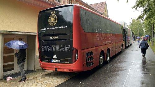 Warum fahren Hansis Jungs  im Frauen-Bus?