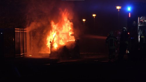 Wieder brennende Autos in Leipzig