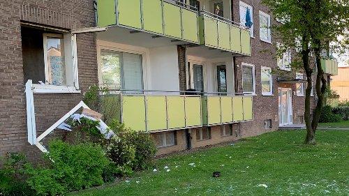Explosion reißt Küchenfenster aus Wohnhaus