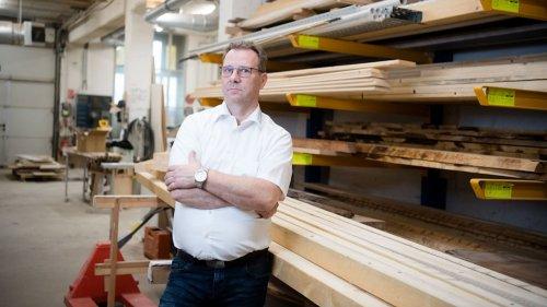 Holz-Mangel! Tischlerei-Innungsmeister schlägt Alarm