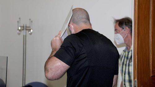 Schädel-Sprenger vor Gericht, weil er drei Rentner erschlagen wollte
