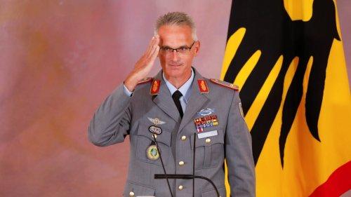 Verdienstkreuz für unseren Helden-General