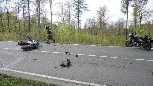 Unfall-Drama auf der Bundesstraße – zwei Tote