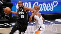 Durant kommt von der Bank  und macht 33 Punkte