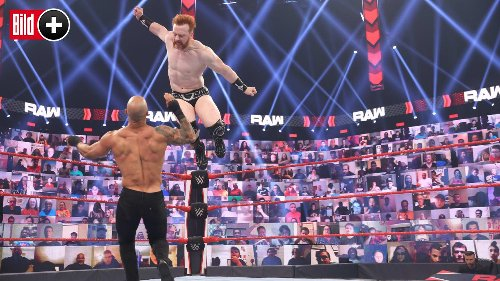 Diesem Fußballer will  WWE-Star ins Gesicht treten!