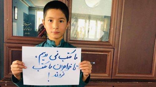 Jungs proben Aufstand gegen die Taliban