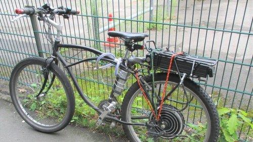 Polizei stoppt Bastler auf bizarrem Moped