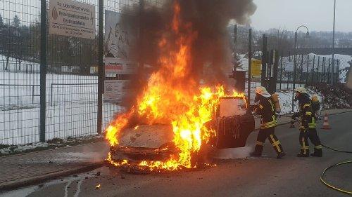 Auto geht nach falscher Betankung in Flammen auf