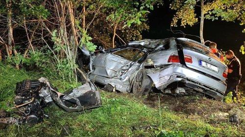 BMW bei Baum-Crash völlig zerrissen