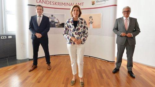 Malu Dreyer bei den LKA-Kinderschänder-Jägern