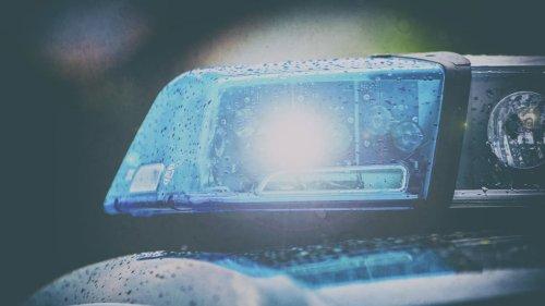 Nachbar findet tote Seniorin (71) im Treppenhaus