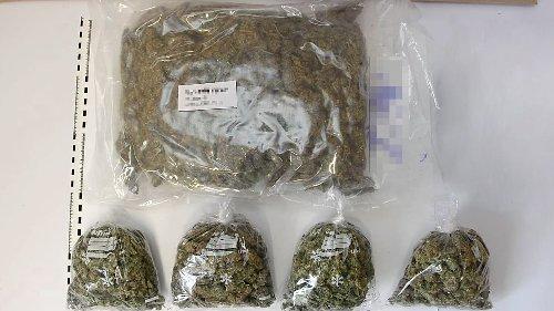 Dealer schmeißt 3,5 Kilo Gras aus dem Fenster
