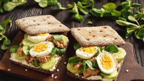 Macht schön satt: Gesundes Thunfisch-Sandwich mit Ei