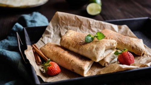 Süße gefüllte Tortilla-Fladen: Gezuckerte Chimichangas mit Erdbeeren!