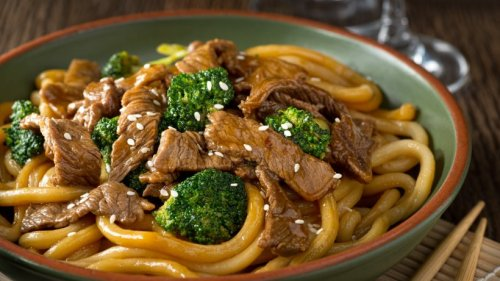 Würziges Teriyaki-Rind mit Brokkoli und Pasta