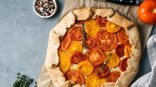 Aromatische Tomatengalette mit leckerer Käsefüllung für den Sommer