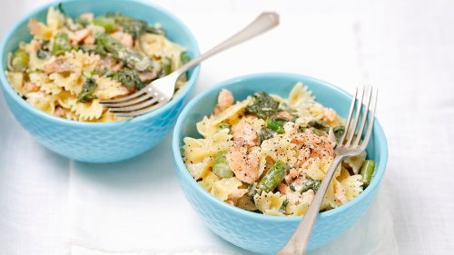 Pasta mit cremiger Lachs-Sahne-Sauce und grünem Spargel