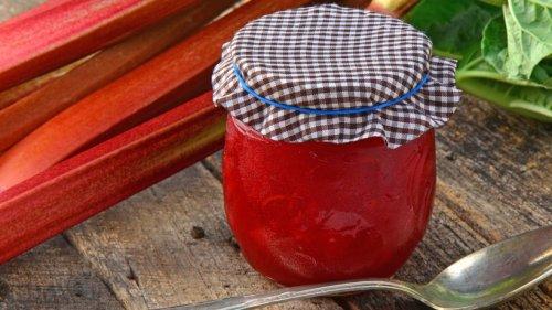 Rhabarber-Marmelade: 7 Rezeptideen für das gewisse Etwas