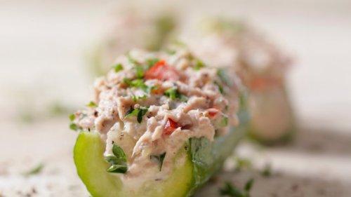 Salat mal anders: Gefüllte Gurke mit Thunfisch & Paprika