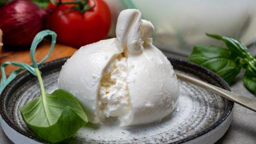 Burrata: Den extra-cremigen Mozzarella selbst machen