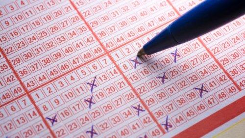 Frau gewinnt im Lotto – doch wegen Corona-Chaos vergisst sie den Schein