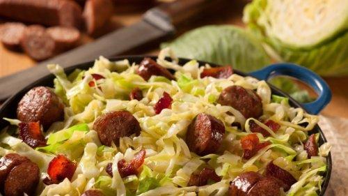 Ein Hauch von Toskana: Spitzkohl-Nudelpfanne mit Salsiccia