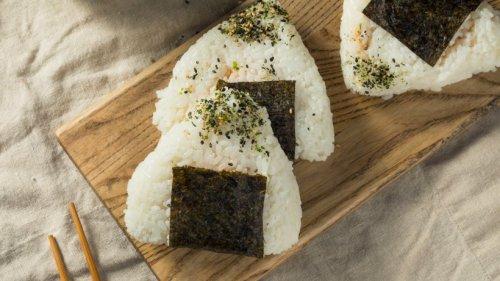Japanische Reis-Dreiecke: Onigiri in zweifacher Ausführung