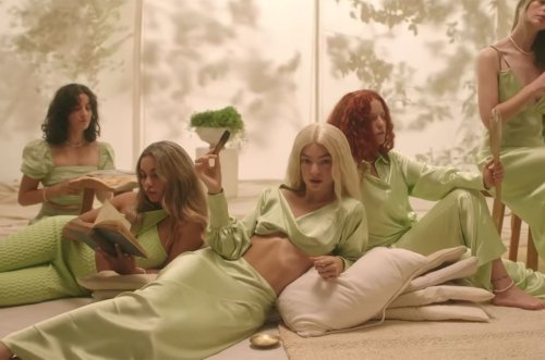 Lorde Goes Blonde in 'Satirical' Video for New Song 'Mood Ring': Watch