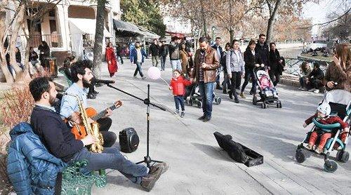 Müzisyenlerin hayat mücadelesi