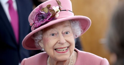 Queen's hilarious note to palace chef after finding dead slug in salad