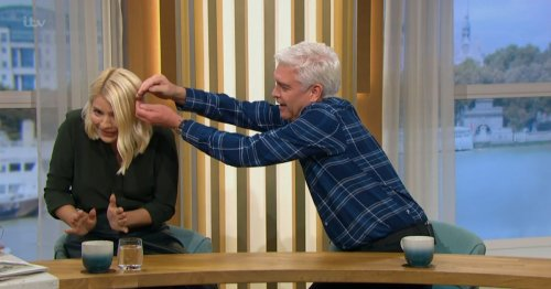 Holly Willoughby screams in horror on ITV This Morning as Phil rushes in