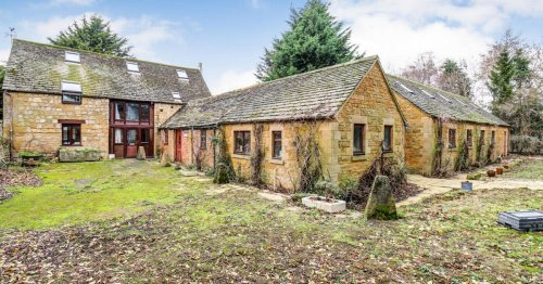 Inside the £1.65m converted barn in Broadway with surprising room