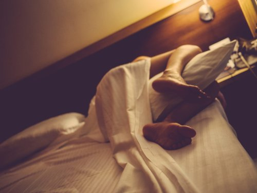 Why Sleeping with a Pillow Between Your Legs Helps Your Health