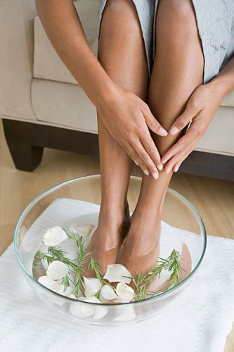 Cracked Heels: 4 Homemade Recipes That Work