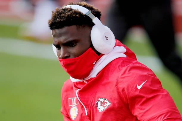 Tyreek Hill on Shoving Chiefs' Greg Lewis on Sideline: 'Love Him Like a Uncle'