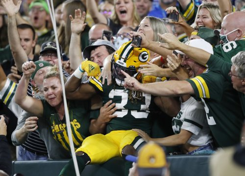 Packers' Aaron Jones Lost Chain Carrying Father's Ashes in End Zone After TD vs Lions