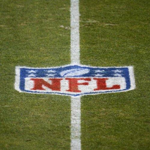 Report: NFL Won't Discipline Players for 'High-Risk COVID Conduct' in Offseason