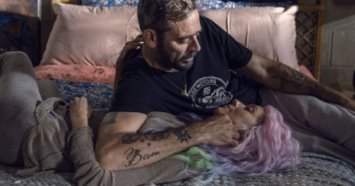 The Walking Dead: Jeffrey Dean & Hilarie Burton Morgan Celebrate Anniv