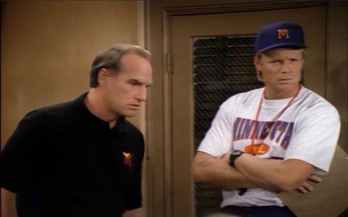 """Young Sheldon: Craig T. Nelson & Bill Fagerbakke's """"Coach"""" Reunion"""